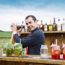 Shake it Baby! Cocktail Barman Jaro.